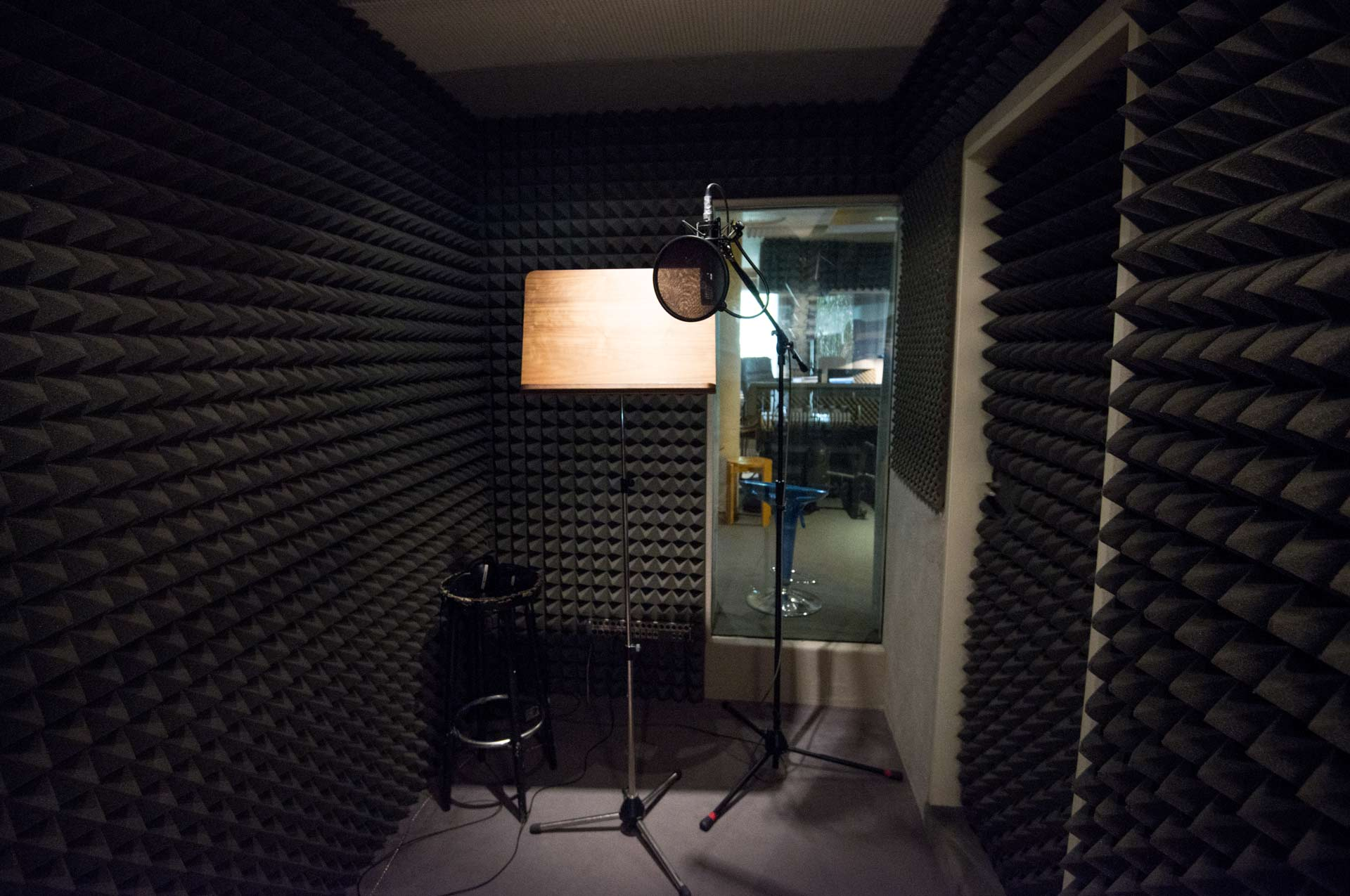 Vocal chamber for recording