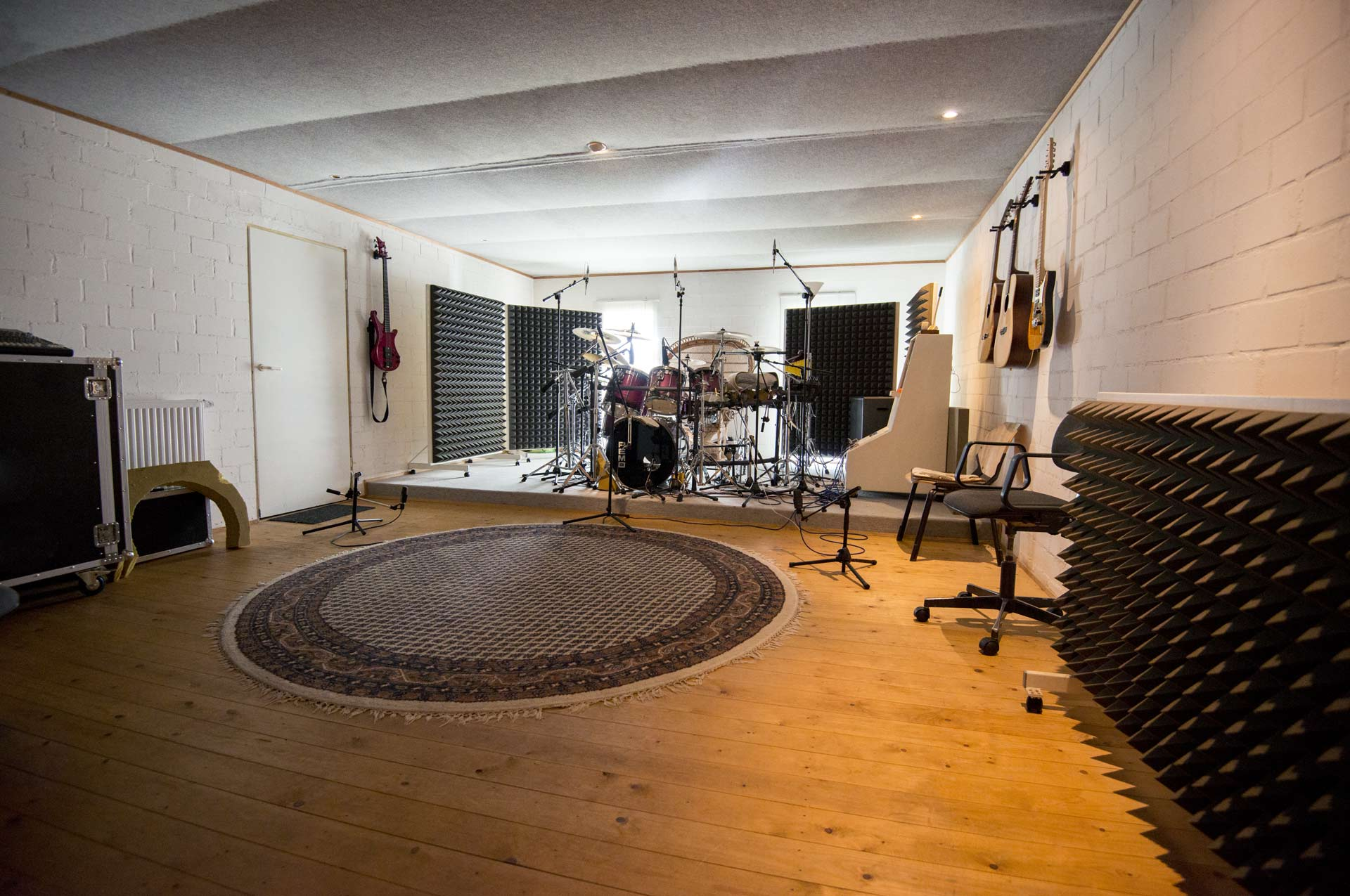 Acoustic room for recording applications